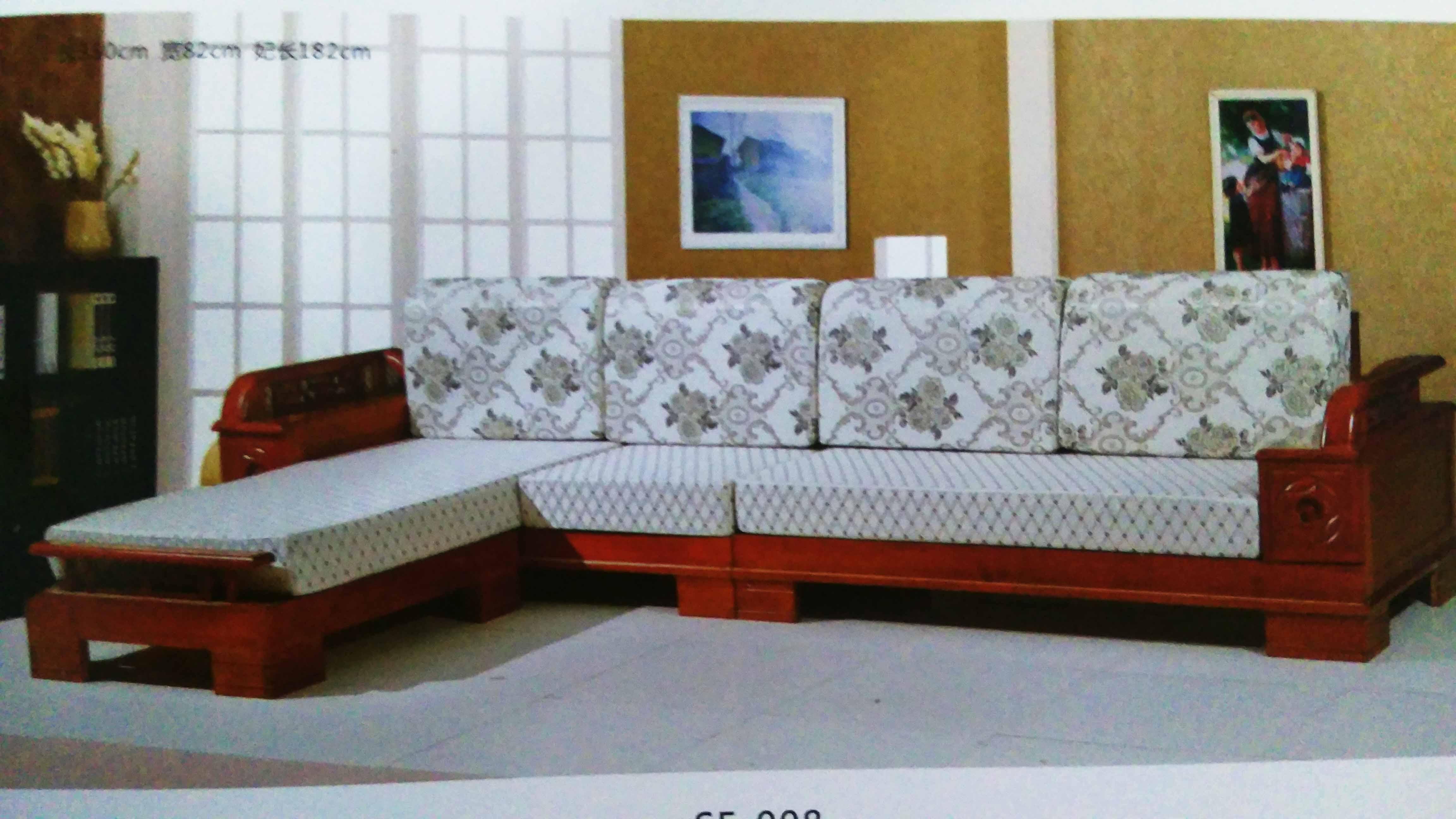 在家具设计上,实木家具力求与大自然零距离接触,实木家具给人的整体